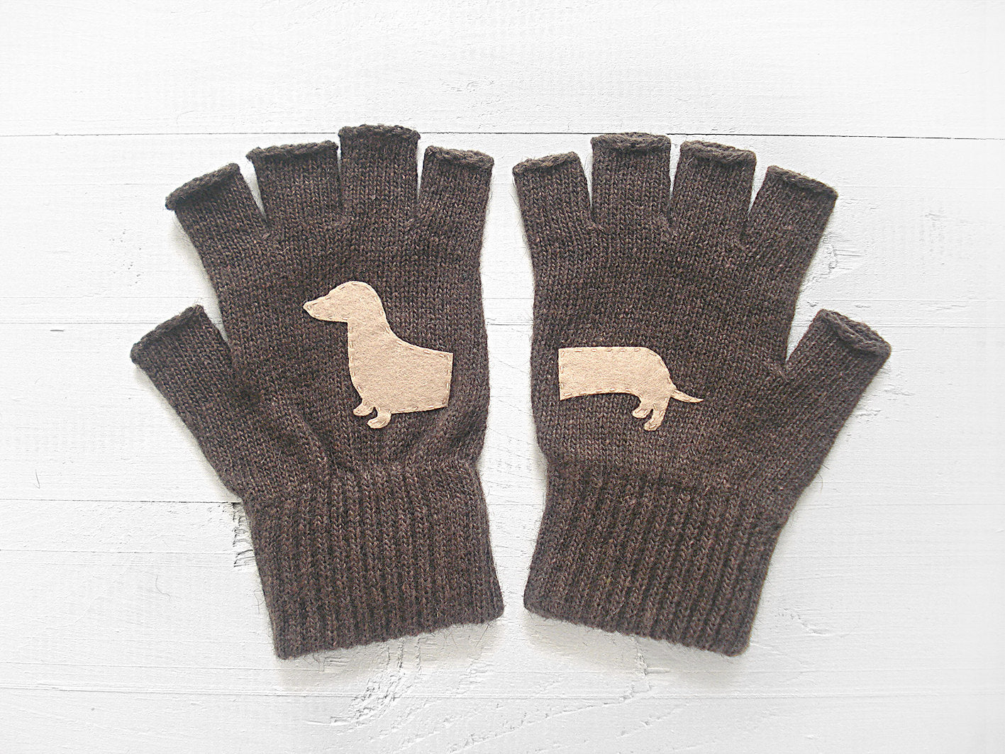 Dachshund Gloves / Brown
