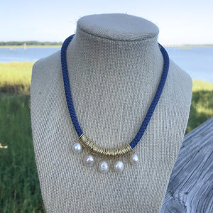 {5 pearl} prim necklace