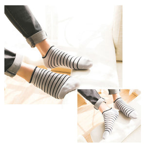 · Ankle socks in two style variants · <br> · 5 pairs with gift box ·
