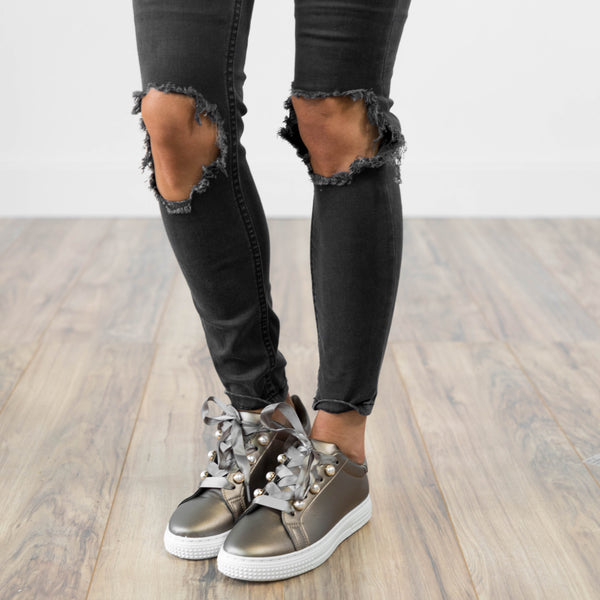 Chelsea lace Up Sneaker