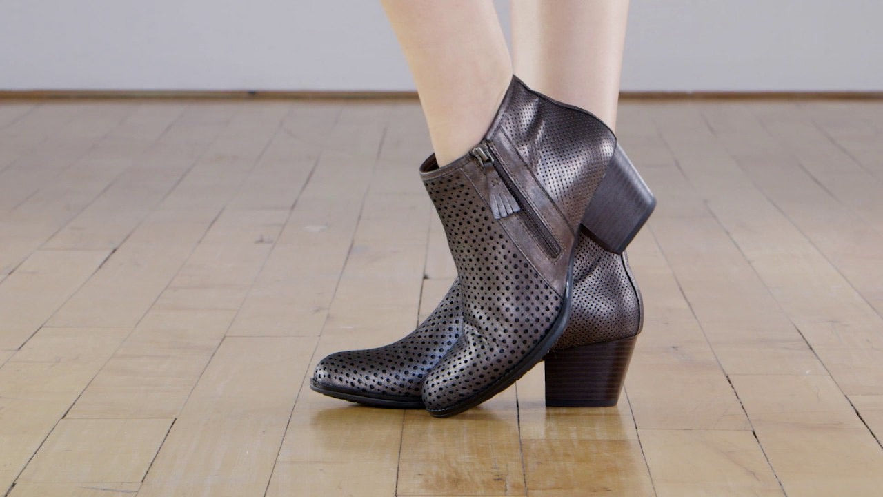 Earth Pineberry 2 Ankle Boots