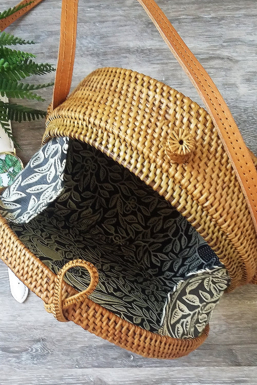Medium natural round cane bag