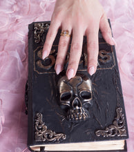 Spider Hand Ring (w/ spell book box)