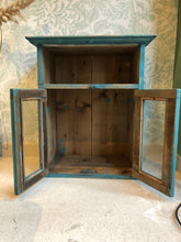 Hanging cabinet with doors