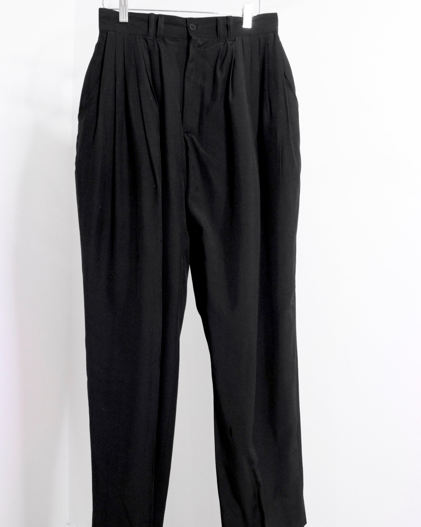 Black High-Waist Pleated Pant