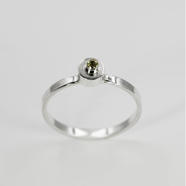 Axis ring in sterling silver with peridot stone by Rouaida.