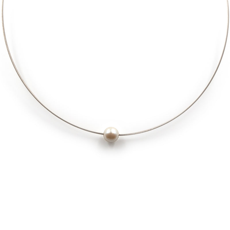 Sterling silver Grace necklace with freshwater pearl by Rouaida.