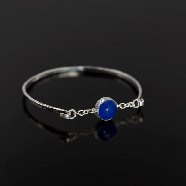 Sterling silver Melody bangle with blue agate stone by Rouaida.