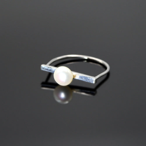 Sterling silver Purity ring with freshwater pearl by Rouaida.