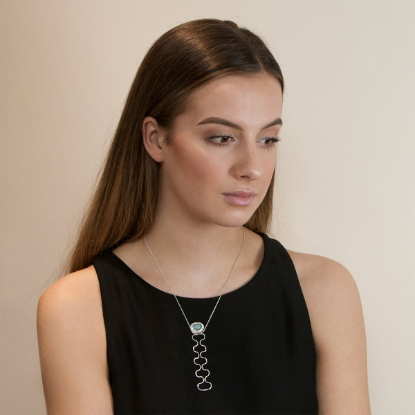 Model wearing Ripple necklace by Rouaida.