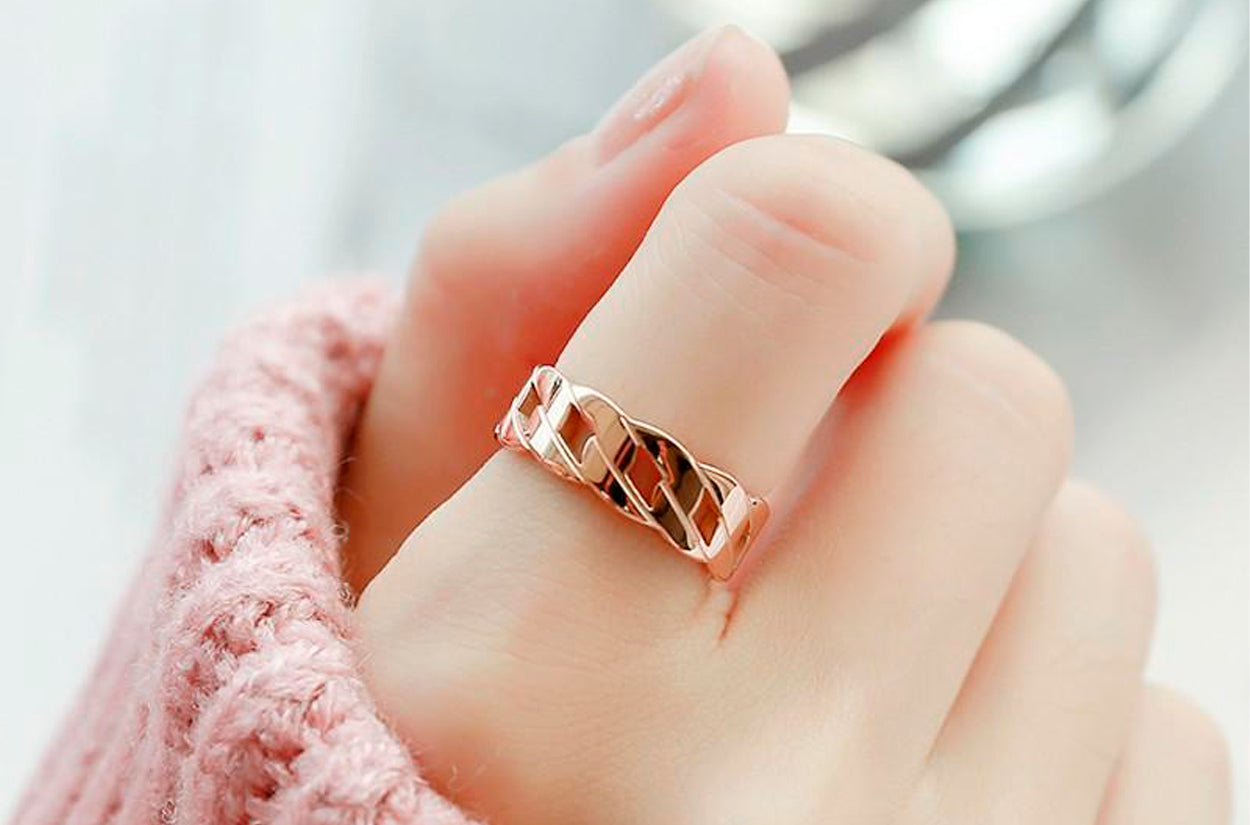 Benefits of wearing gold ring on index finger