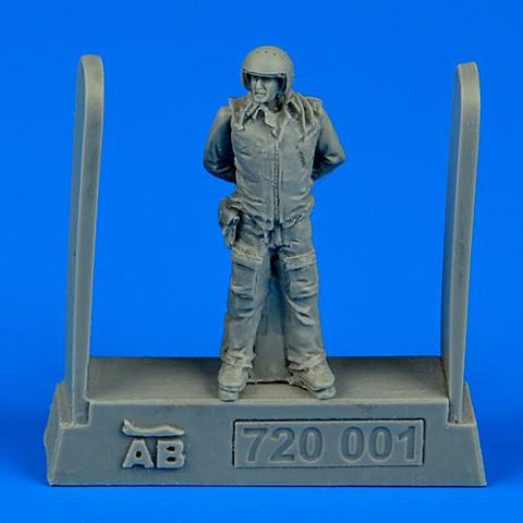 Aerobonus Details 1/72 Soviet Air Force Fighter Pilot (Standing, Arms Behind) Kit