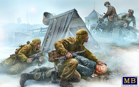 Master Box Ltd 1/35 WWII Crossroads Eastern Front Soviets Solders (2), German Officer (1) & German Motorcyclist (2) Kit