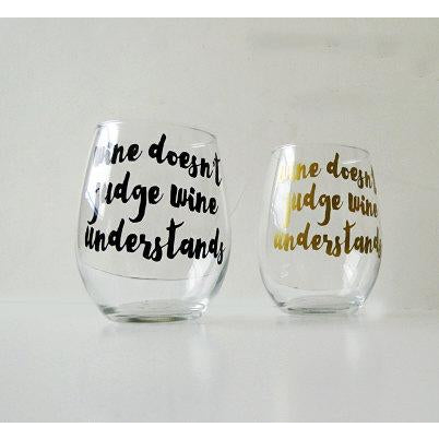 The Golden Type - Wine Doesn't Judge, Wine Understands Stemless Wine Glass