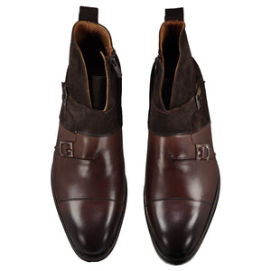 Top perspective for brown shoes with lace