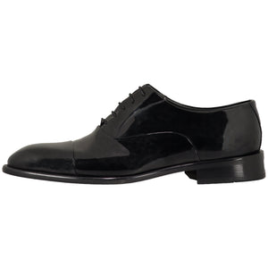 Side perspective for black shiny shoes with lace