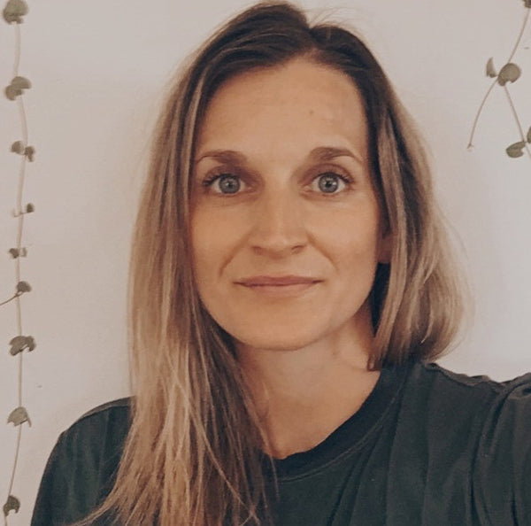 How Ayurveda is useful in modern life. A profile image of Jemima Kerr, Ayurvedic practitioner, looking at the camera with a half-smile.