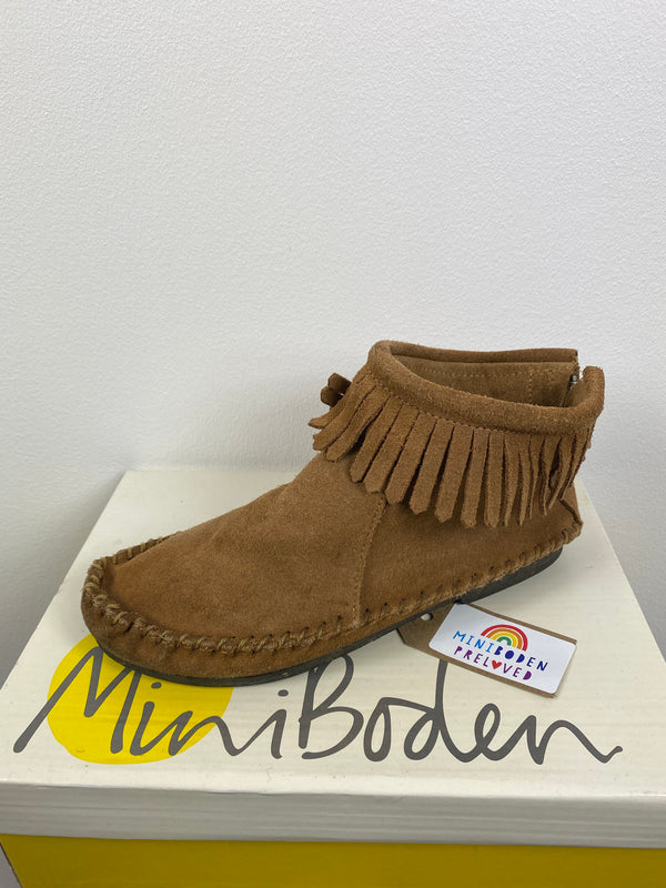 Super Cool Tan Moccasin Boots (Size 33)