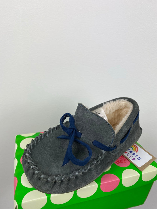 Adorable Grey Moccasin Slipper (Size 24)