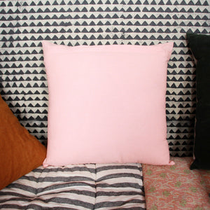 Coussin Jamini rose imprimé au tampon et rebrodé de fleurs - Pink blockprinted cushion and embroidered with flowers
