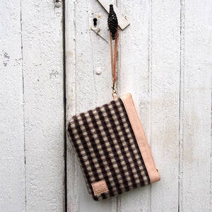 A BELLULA - TROUSSE HYGGE EN LAINE ET CUIR / HYGGE WOOL POUCH IN WOOL AND LEATHER