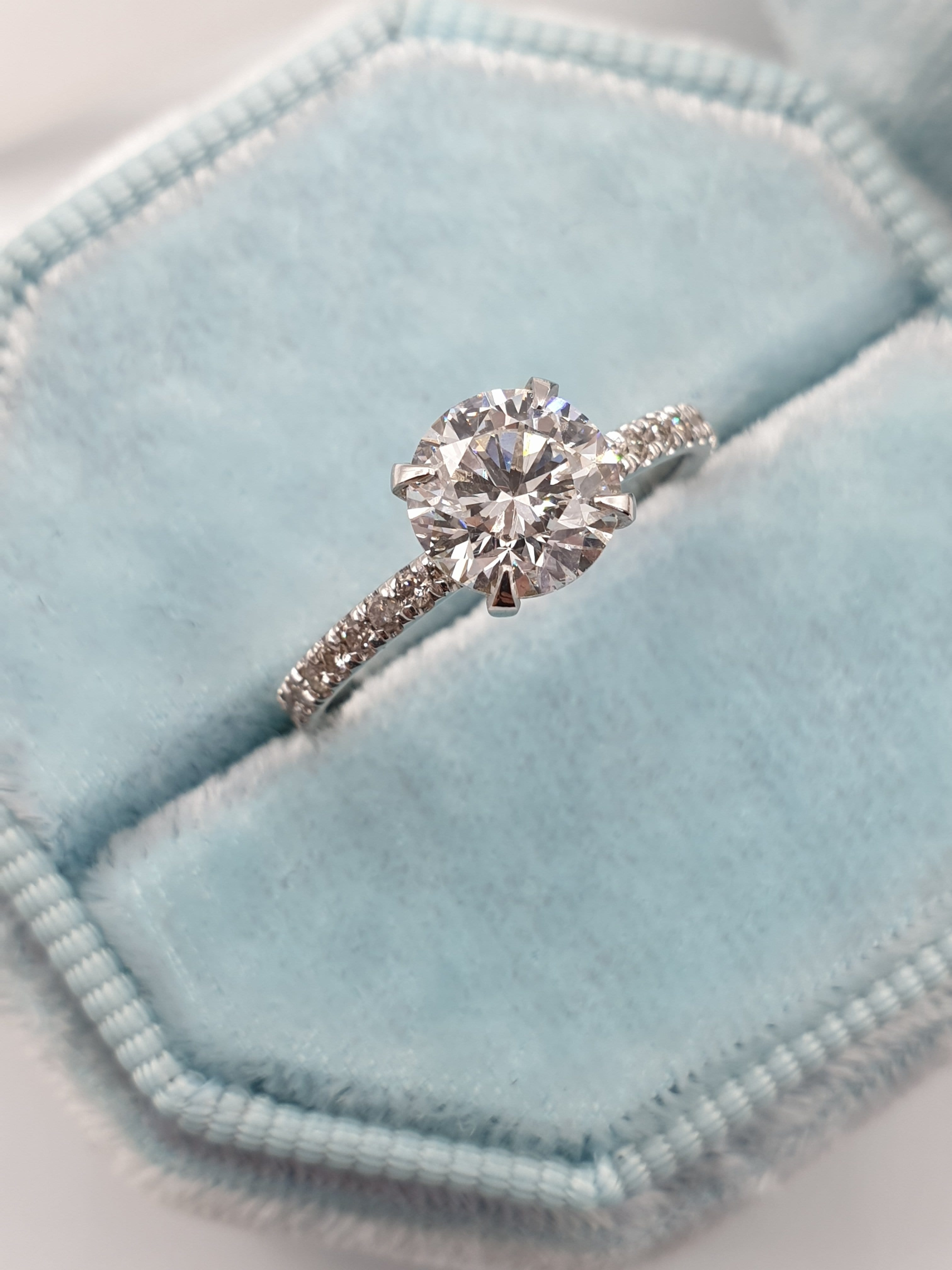 1.30 Carats Round Brilliant Cut Micropave Side Stones Diamond Engagement Ring