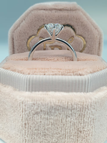 1 Carat Round Brilliant Cut Six Prongs Diamond Engagement Ring