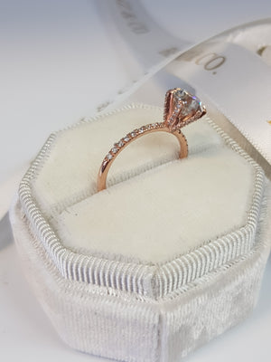1.54 Carats Round Brilliant Cut Micropave Side Stones Accented Prongs Diamond Engagement Ring in Rose Gold