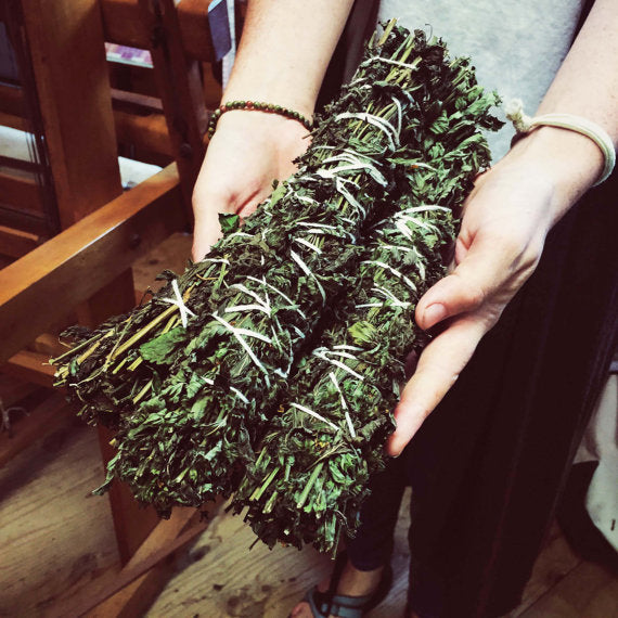 Organic Herb Smudges: A clarifying scent for the home