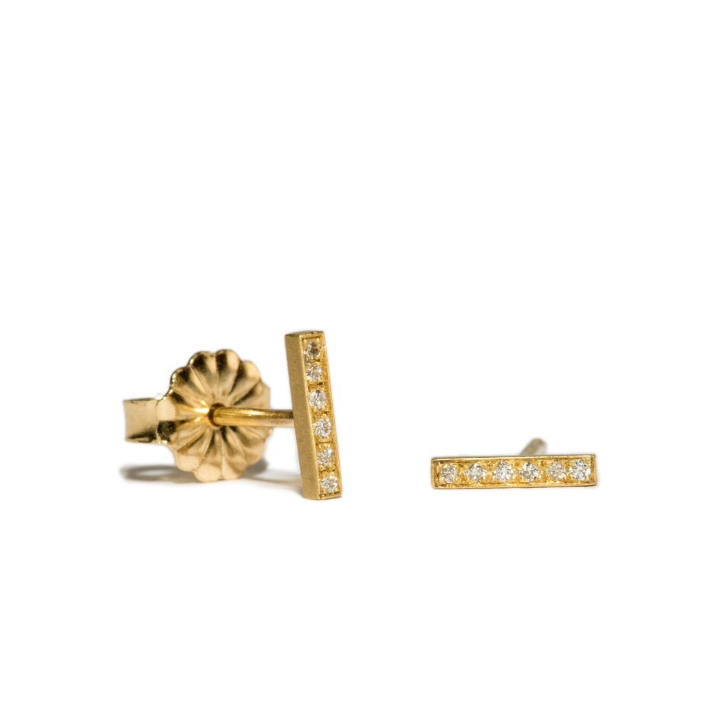 pavé edgy bar studs
