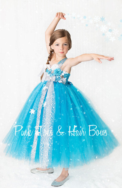 ... Winter Wonderland dress- Elsa frozen dress- Elsa dress- Elsa costume-winter wonderland ...  sc 1 st  Pink Toes u0026 Hair Bows & Winter Wonderland dress- Elsa frozen dress- Elsa dress- Elsa costume ...