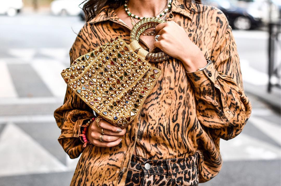 Gold sparkly embellished handbag clutch bag Mae Cassidy 'Rekha Reflect' Le Boudoir Selectif's columnist Gabirella Berdugo how to nail Autumn's style trend Leopard print animal print styled Parisian chic print-on-print styling mixing clashes of leopard tiger print head-to-toe oversized Rabens Saloner tiger print shirt leopard print Zara jeans. vibrant red leopard print Happy Socks accessorised accesoires Shaker Jewel green necklace Paul & Joe black patent kitten heel slingbacks Fashion blogger