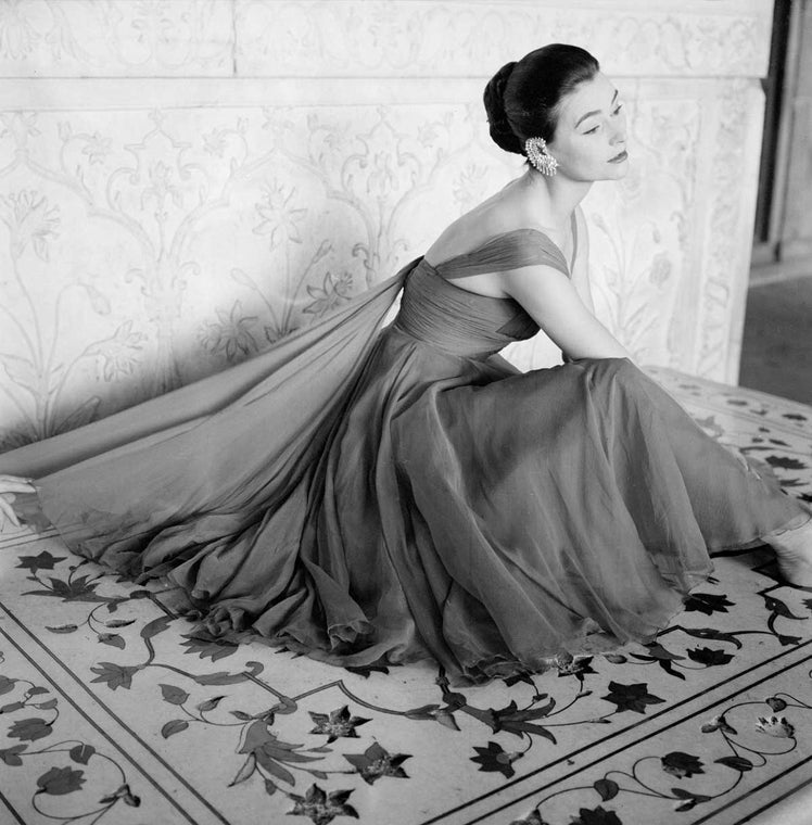 Norman Parkinson India British Vogue 1957 Anne Gunning wearing an evening dress in rose red chiffon by Susan Small, India, Vogue. 1956