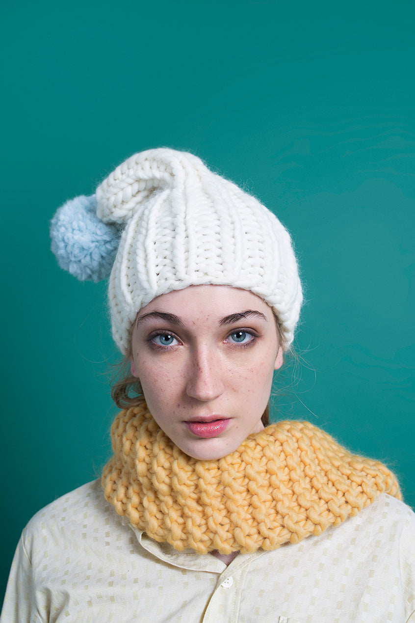 WHITE BEANIE POMPOM - This Is Mool