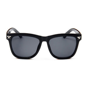 Oversized frames that are fashionable and fun. Pair with anything. Unisex. black