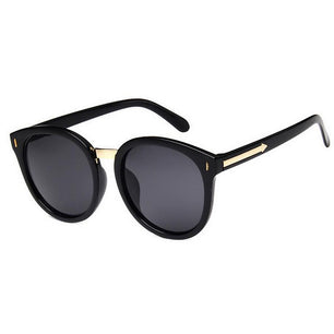 Classic and cool in every way these sunnies are a perfect way to accessorize. Gold accents, unisex. black tint