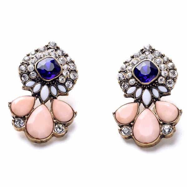 Vintage look and bold these stud earrings are a great way to add glam and intrigue.