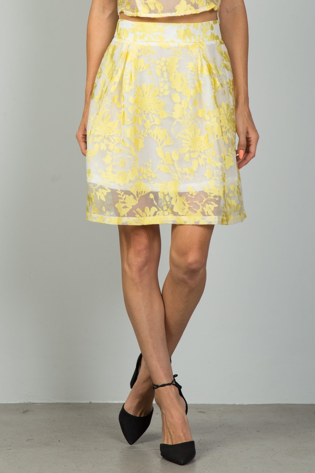 Ladies fashion floral embroidered skirt