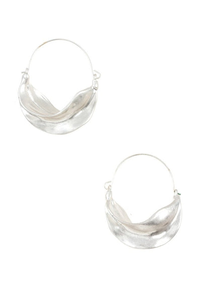 Hammered wavy hoop earring