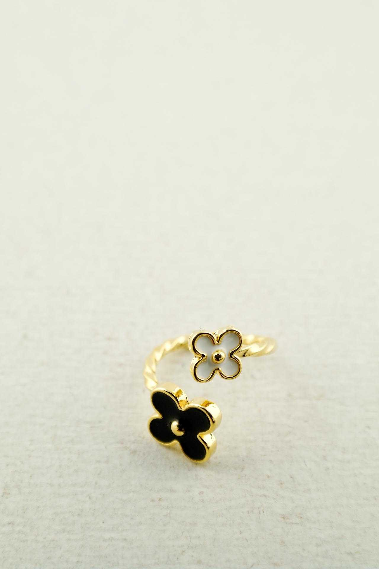 Acrylic flower knuckle ring-