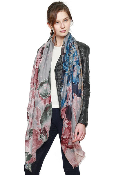 Floral pattern scarf w/ metallic accent