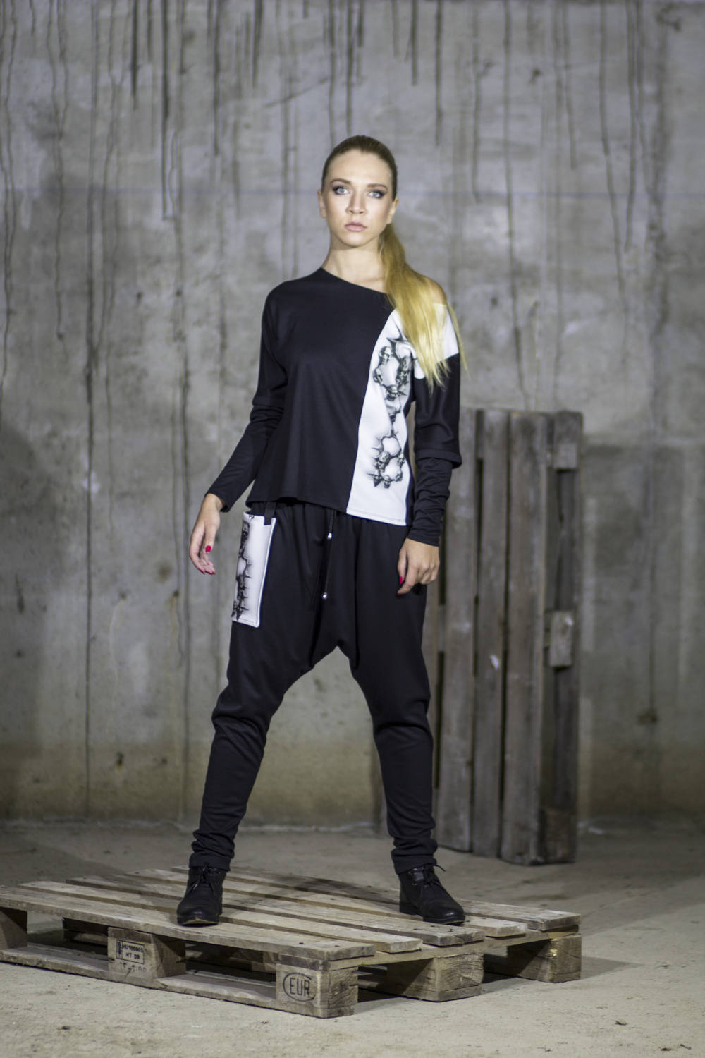 Sports black pants with skull faux pockets