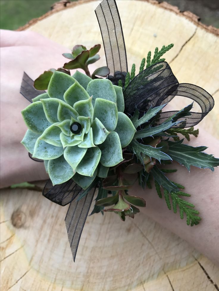 Earthy Succulent Coursage