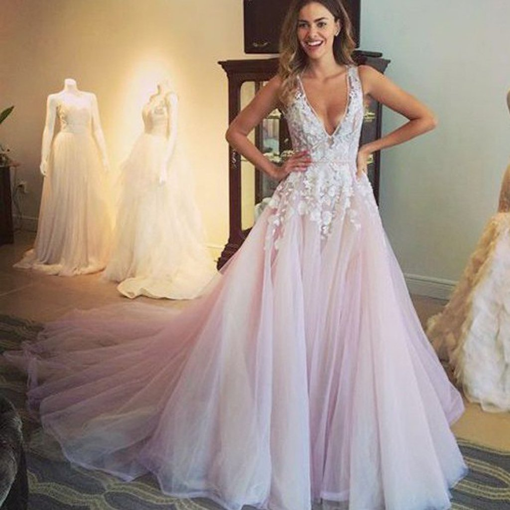 Long Wedding Dress, Tulle Wedding Dress, Sleeveless Bridal Dress, Open-Back Wedding Dress, V-Neck Wedding Dress, Wedding Dress with Long Train, Vintage Wedding Dress, LB0509