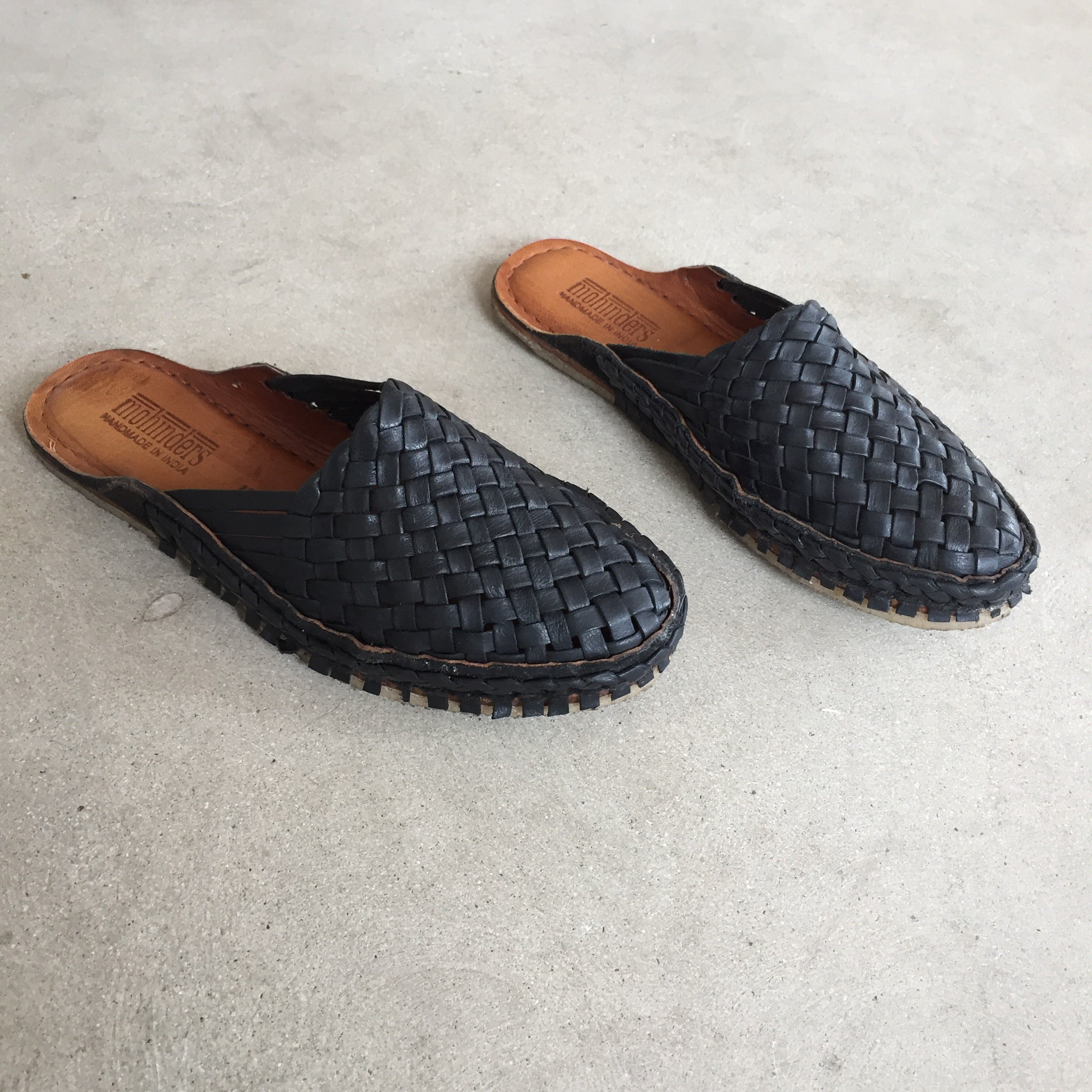Mohinders - Womens Black Woven City Slippers