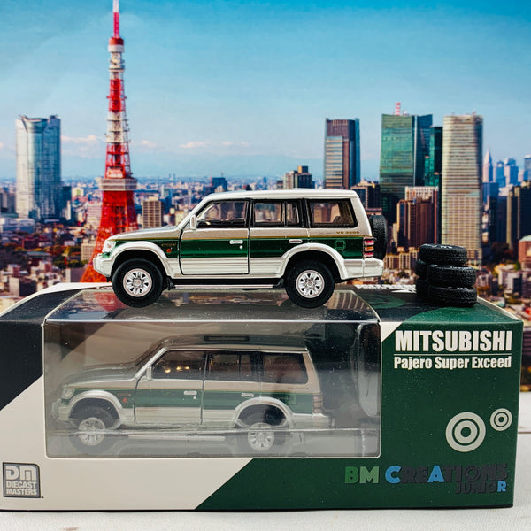BM Creations JUNIOR 1/64 Mitsubishi Pajero Super Exceed Silver with Green Strip RHD 64B0019