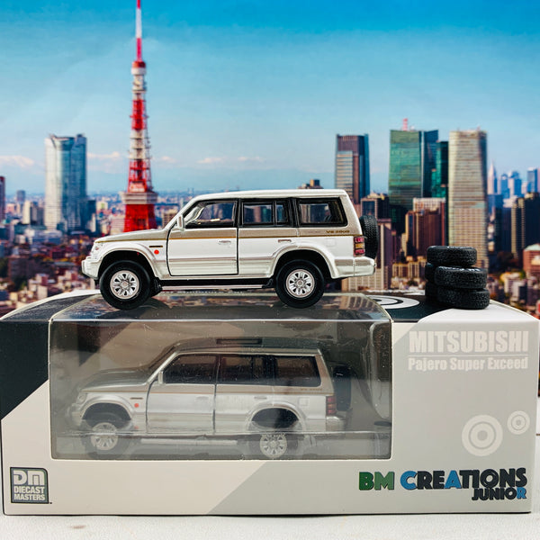 BM Creations JUNIOR 1/64 Mitsubishi Pajero Super Exceed Silver with White Strip RHD 64B0023