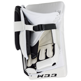 CCM Extreme Flex E4.5 Goalie Blocker - JUNIOR