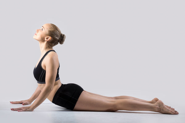 easy yoga stretches for middle back pain