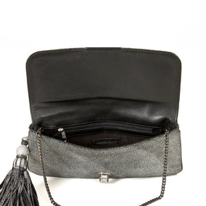 Shimmer Daisy Flat clutch in black